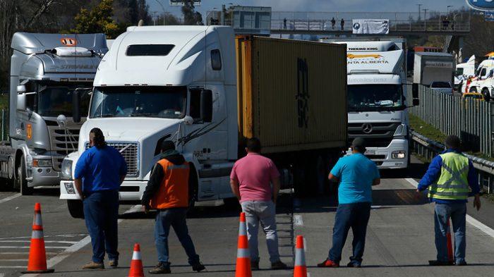 Ministra de Transportes y presidente de CNDC dialogan por centenar de camioneros chilenos varados en Argentina