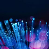 Velocidad y Conectividad:  Las Grandes Promesas de la Fibra Óptica