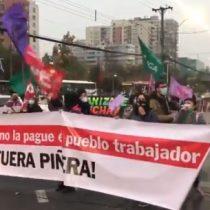 Funcionarios de la salud y organizaciones sociales realizaron cortes de tránsito al exterior del Hospital Barros Luco en el marco de la huelga general sanitaria