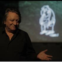 En recuerdo del dramaturgo Óscar Castro: Cuervo, abre tus alas allá, en el gran escenario