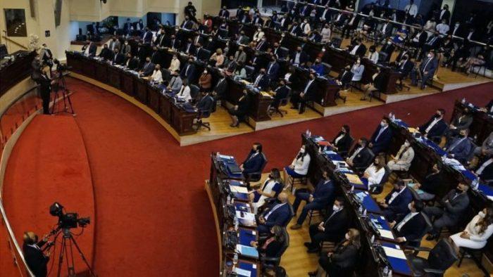 El Salvador: la nueva Asamblea Legislativa, afín a Bukele, destituye a los jueces del Constitucional y al fiscal general
