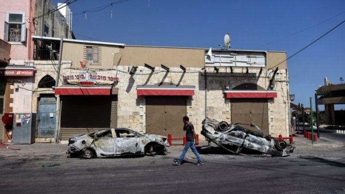 """""""La guerra civil ha estallado en Lod"""": los crecientes enfrentamientos entre la población árabe y judía de Israel"""