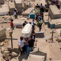 Perú duplica la cifra de muertes por covid-19 tras una revisión de cifras y se convierte en el país con la mayor tasa de mortalidad per cápita del mundo