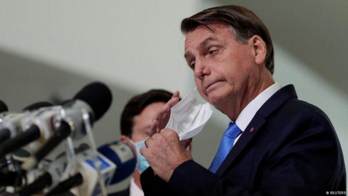 Bolsonaro insinúa que China creó el coronavirus para lanzar