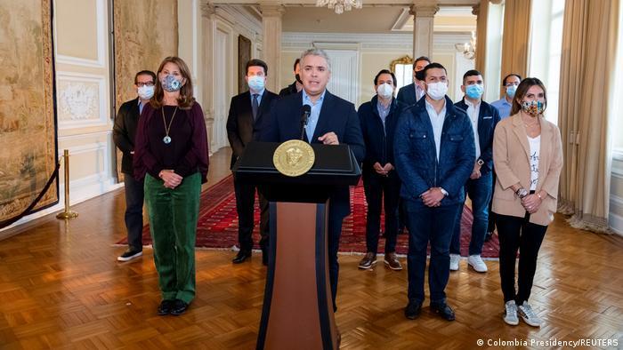 Duque pide retirar proyecto de reforma tributaria que provocó protestas en Colombia