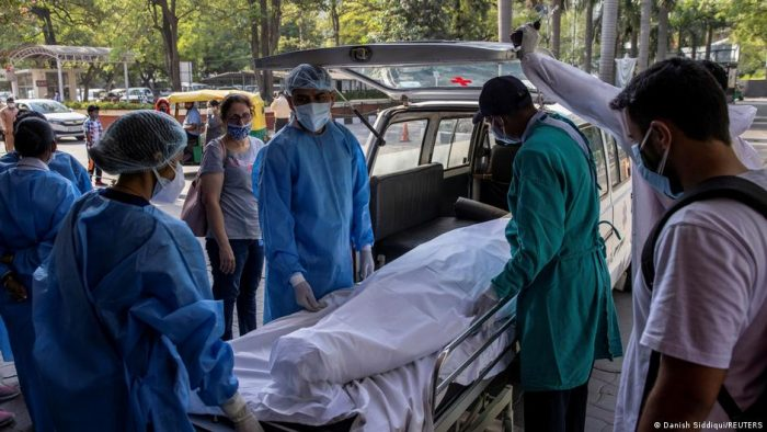 La India supera los 25 millones de casos de coronavirus con récord de muertes