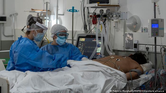 Las muertes globales por COVID-19 podrían hasta triplicar las registradas oficialmente, según la OMS