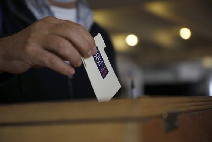 Gobierno promulga ley de feriado irrenunciable para elecciones de mayo y ministro de Economía dice que normativa