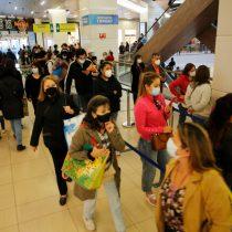 Nuevamente se registran largas filas en mall Costanera Center: seremi de Salud dice que recinto cumple norma sanitaria