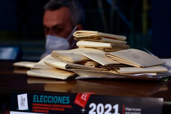 Primeras mesas escrutadas en Magallanes dan ventaja a candidato independiente Mauricio Daza seguido por ex ministro UDI Rodrigo Álvarez