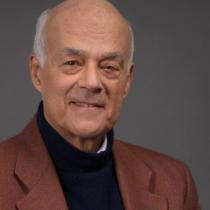 """Joseph Ramos, economista: """"Para mí estar trabajando a los 82 años es un privilegio"""""""
