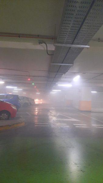 Emanación de humo en Mall Plaza Egaña: Bomberos controla emergencia