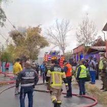 Fatal incendio que afectó cité en Puente Alto dejó a una niña de tres años fallecida y a su hermana de 11 años en estado de gravedad