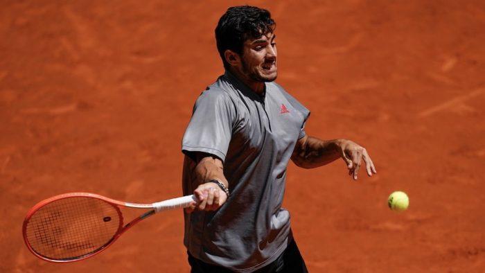 Dolorosa derrota: Cristian Garín cae ante italiano Matteo Berrettini y queda eliminado en cuartos del Masters 1000 de Madrid