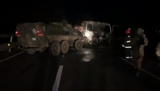 Quema de camiones y maquinaria terminó con fuego cruzado entre desconocidos y Carabineros en La Araucanía