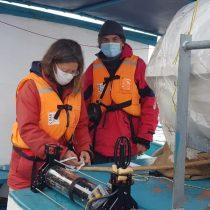 Instalan equipamiento en fiordo patagónico para monitorear animales marinos
