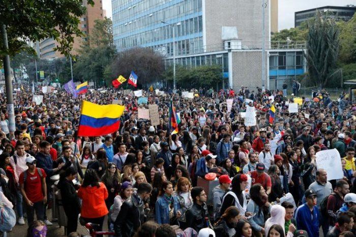 Nuevas protestas en Colombia dejan un muerto, heridos y destrozos, mientras el Comité Nacional de Paro convoca a