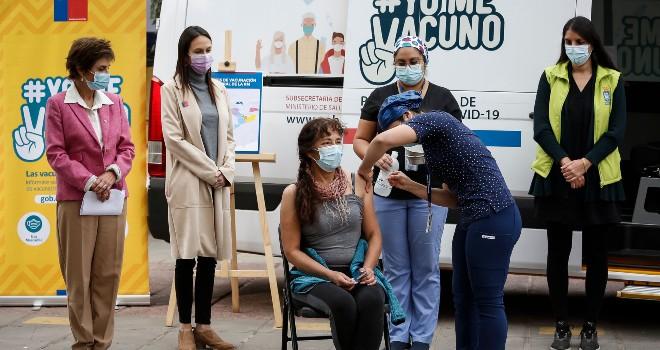 Minsal dispondrá de vacunatorios móviles en comunas de la RM con menor cobertura en el proceso de inoculación contra el Covid-19