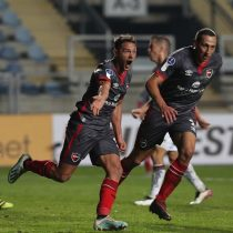 Newell's venció sobre el final a un golpeado Palestino que quedó ad portas de la eliminación de la Sudamericana