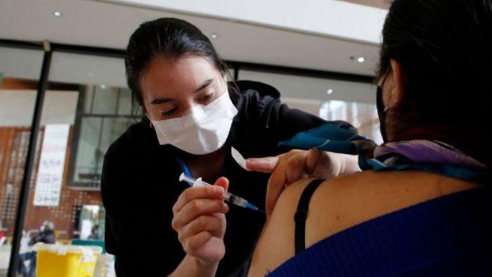 Comisión de Trabajo del Senado aprueba en general proyecto que crea permiso laboral para que trabajadores acudan a vacunarse
