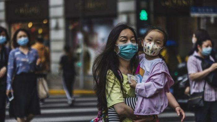 Por qué China relajó su controvertida política de natalidad