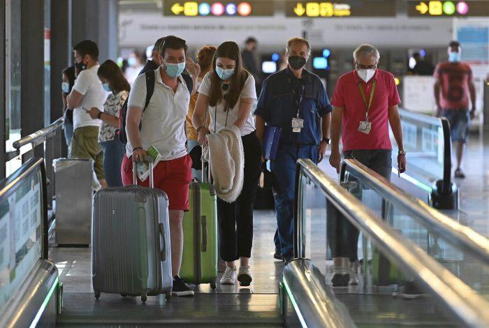 España abre fronteras a los turistas inoculados contra el Covid-19: incluye la vacuna de Sinovac