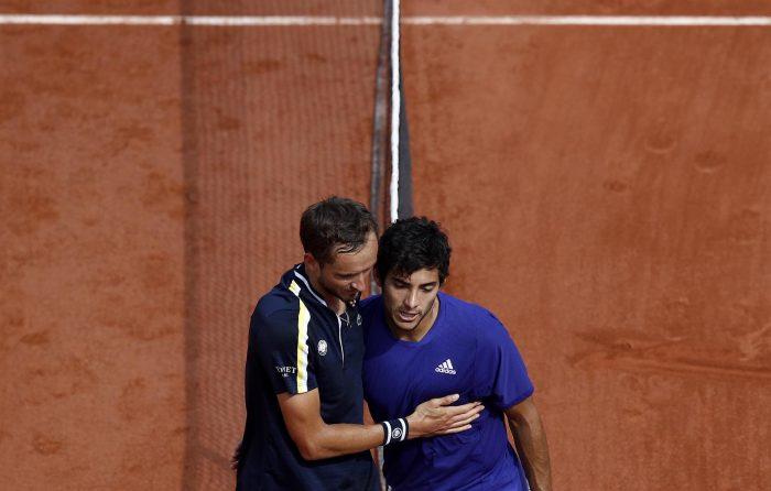 Se acabó el sueño de Garín en Roland Garros: chileno no pudo con la solidez del ruso Medvedev