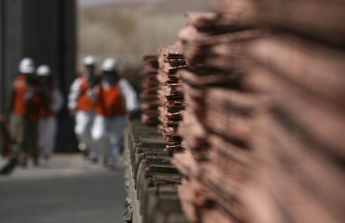Precios del cobre bajan ante declive de ganancias industriales de China