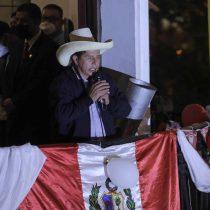 Pedro Castillo se mantiene adelante en elecciones de Perú con el 96,5% de votos contabilizados