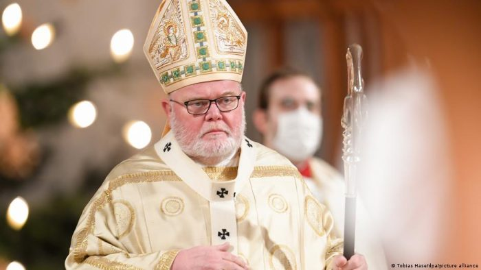 Cardenal alemán Reinhard Marx presenta su renuncia al papa Francisco por escándalo de abusos