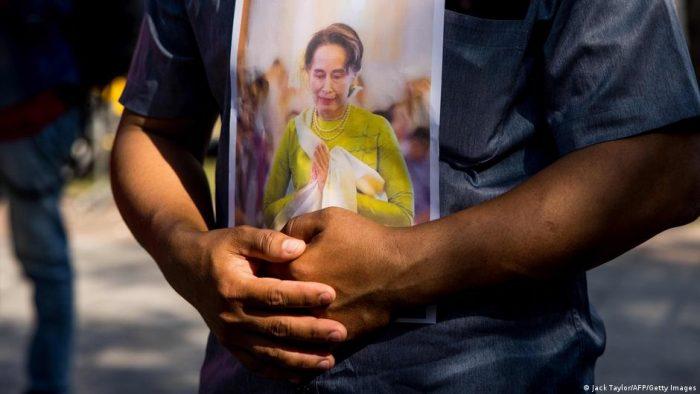 El Supremo birmano juzga a Suu Kyi por violación de secretos oficiales