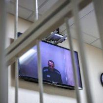 """UE condena clasificación de ONG anticorrupción de Navalni como """"extremista"""""""