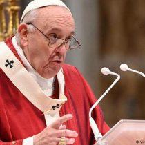 El papa pide que se esclarezca el caso de los niños indígenas encontrados muertos en Canadá