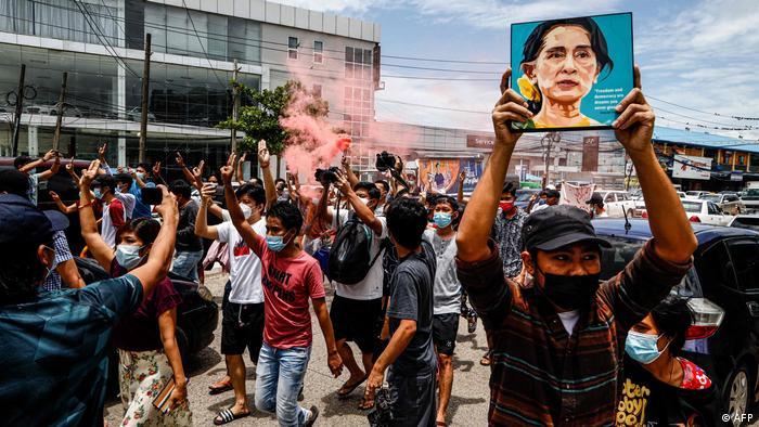 Anuncian en Birmania liberación de 2.000 presos políticos