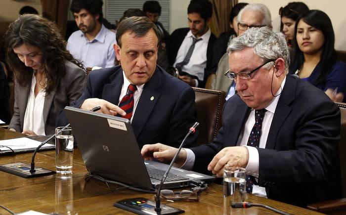 Primer encuentro de convencionales: más de 100 personas electas a la Convención Constitucional asistirán a encuentro virtual organizado por la U. de Chile y la UC