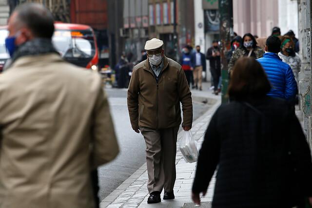 Pensiones de pobreza: casi el 80% de los cotizantes de AFP obtiene pensiones menores al sueldo mínimo y el 50 % no alcanza a $215 mil
