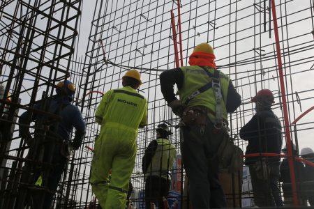 """Proyecto de 38 horas laborales: La Moneda dice que """"todavía no es el momento"""", mientras sindicatos lo ven con buenos ojos siempre y cuando no golpee los salarios"""