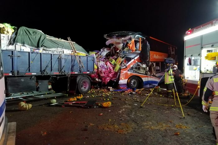 Chañaral: choque entre bus y camión deja 6 fallecidos y al menos 18 lesionados