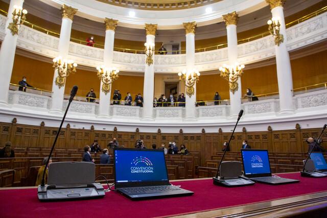 """""""Saca tu parlante"""": la campaña de organizaciones sociales para cubrir la Convención Constitucional desde los territorios"""