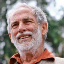 """Héctor Noguera: """"Empequeñece el trato sobreprotector y paternalista que se da a los mayores"""""""