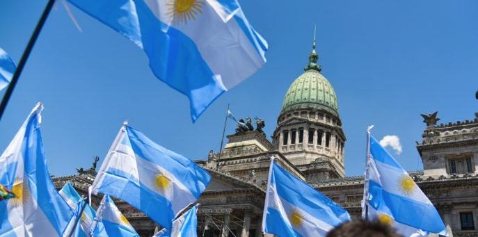 Argentina: chuteando la deuda y preparando elecciones