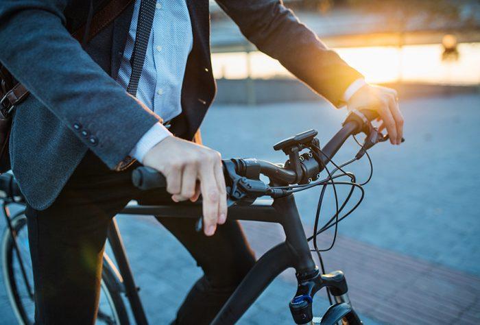Académico destaca que bicicleta potencia la cognición en los niños