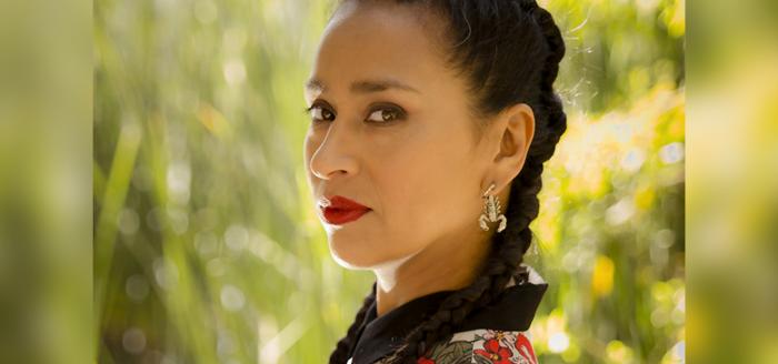 Carmen Lienqueo, artista mapuche, obtuvo el reconocimiento como Mejor Artista de Música de Raíz en los Premios Pulsar