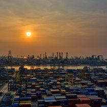 Alza de precios y escasez de productos: los estragos por el brote de Covid en el estratégico puerto chino de Yantian