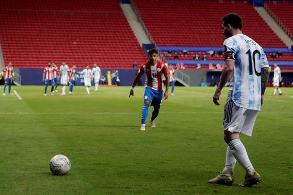 Argentina derrotó a Paraguay y aseguró su clasificación en la Copa América