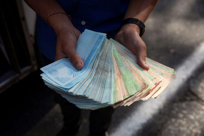 La realidad del salario en Venezuela, un país donde el sueldo mínimo llega a US$2,4 mensuales
