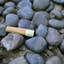 Avanza norma que regula los materiales de los cigarros y la prohibición de fumar o desechar colillas en zonas como playas, ríos y lagos