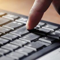 Estudio de Subtel: mujeres, personas de bajos ingresos y con menores niveles educacionales presentan mayor brecha en el uso de servicios digitales