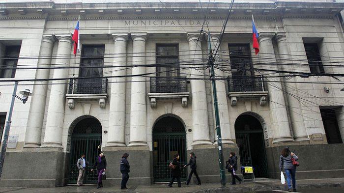 Municipalidad de Valparaíso despide a 44 funcionarios: trabajadores acusan