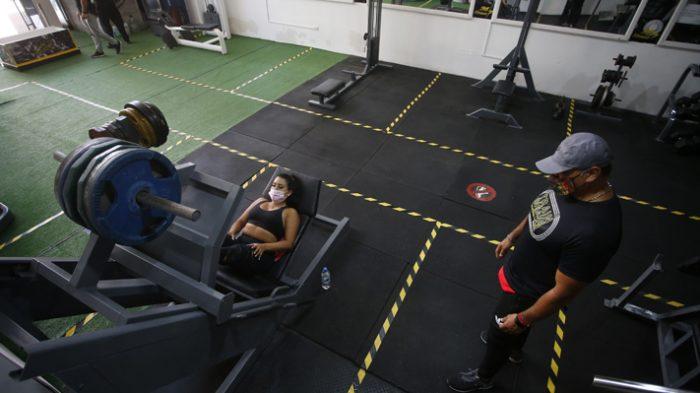 Diputada Flores (RN) pide al Gobierno que peluquerías y gimnasios funcionen durante cuarentenas
